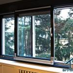חלון מעוצב עץ ואלומיניום