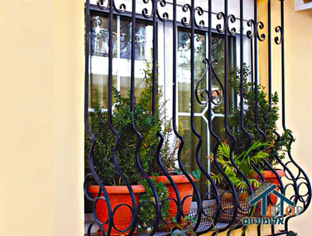 חלונות עם סורגים לבית