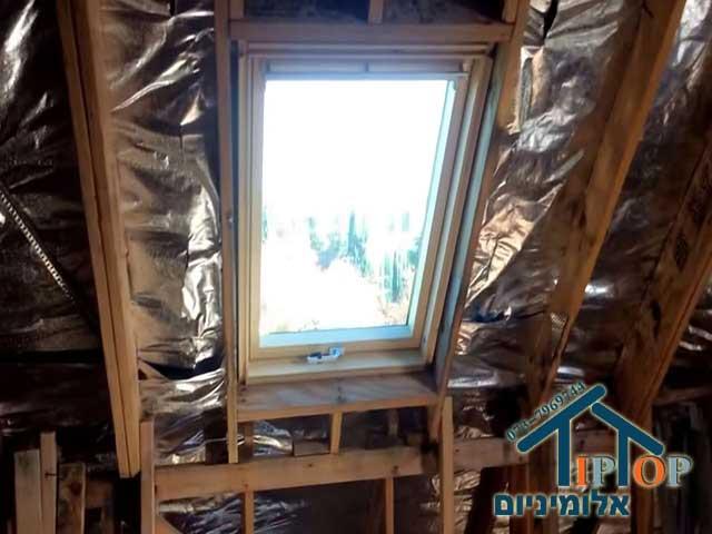 חלון גג פרופיל עץ