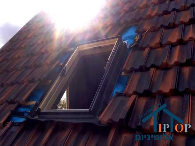 חלון גג רעפים