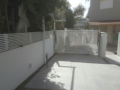 גדר אלומיניום לגינה ולחצר
