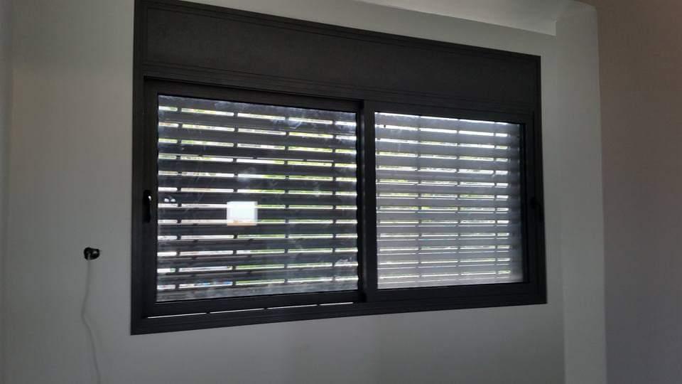 חלון בלגי 7300 עם תריס אור